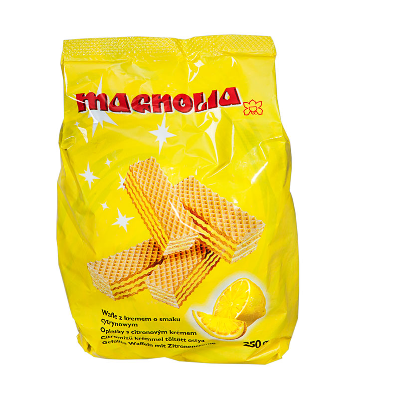 Wafers with lemon flavoured filling in a bag