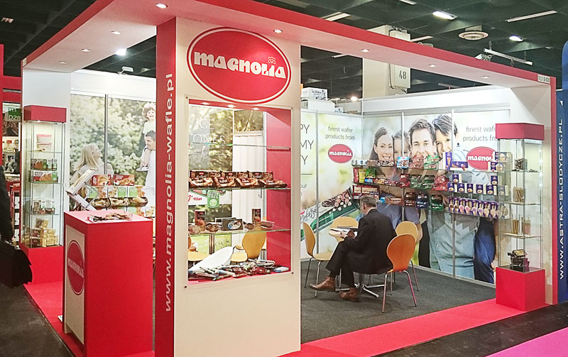 ISM-2016-Magnolia-stand-with-cream-wafers